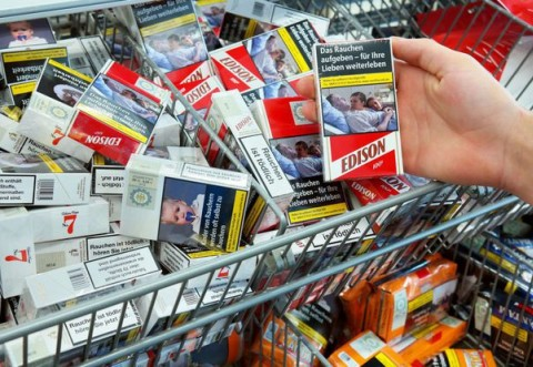Caz incredibil: Poza unui român în comă se află pe pachetele de țigări din toate țările UE. Familia nu și-a dat acordul pentru folosirea imaginii