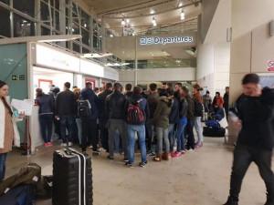 Români blocați pe aeroportul din Liverpool din cauza uraganului Ofelia