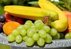 Atenție la fructele și legumele din import care arată perfect