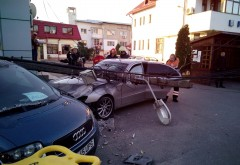 Accident mortal la Floresti. Un barbat aflat la volanul unui Mercedes a murit dupa ce a intrat intr-un stalp