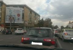 Traficul in Ploiesti a devenit iad din cauza combinatiei fatale neamuri proaste+masina+copil de dus si luat de la scoala