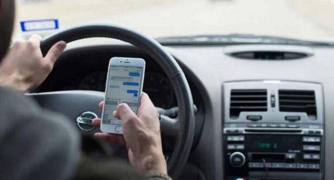 Se interzice telefonul mobil la volan? Unul din doi şoferi stă pe telefon, avertizează specialiștii