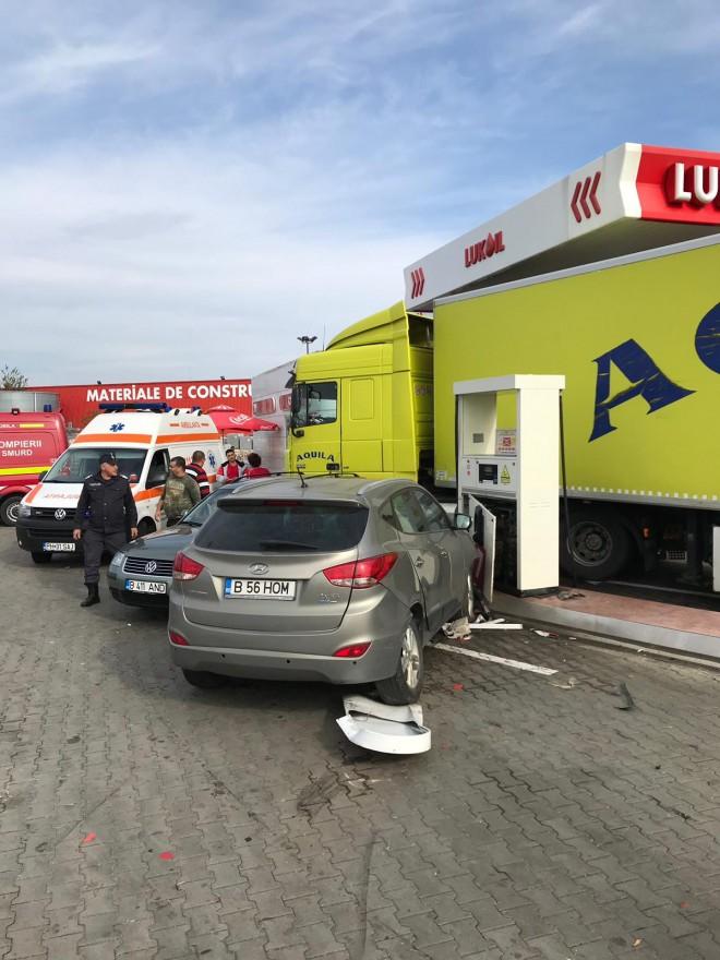 Accident in benzinaria Lukoil de langa Brico Depot. 4 masini implicate, 3 victime
