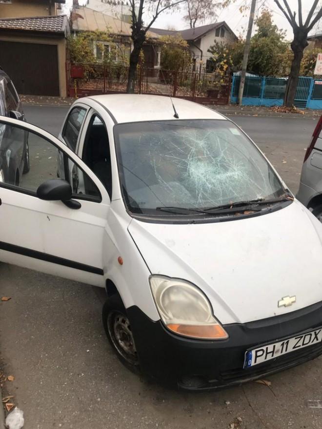 Mai multe maşini au fost vandalizate noaptea trecută în Ploieşti