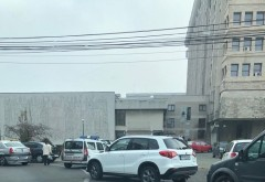 Accident in Ploiesti, langa Palatul Administrativ. O masina de Politie a lovit un SUV parcat