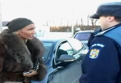 Dialog VIRAL între un poliţist şi o şoferiţă: De ce nu purtaţi centura de siguranţă?/ Pentru că mi-am pus silicoane
