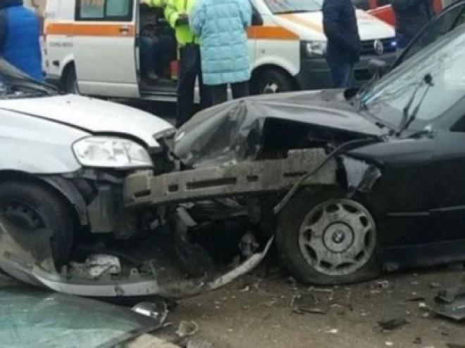 Accident cu trei mașini, în fața Spitalului Județean din Ploiești