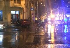 Accident in Ploiesti, langa fostul Tribunal. Doua masini s-au lovit puternic, una a ricosat intr-un bar