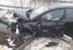 Accident pe DN1, la intrare in Sinaia. O masina s-a izbit de un cap de pod