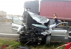 Accident in comuna Draganesti, sat Bărăitaru. O soferita a ramas incarcerata