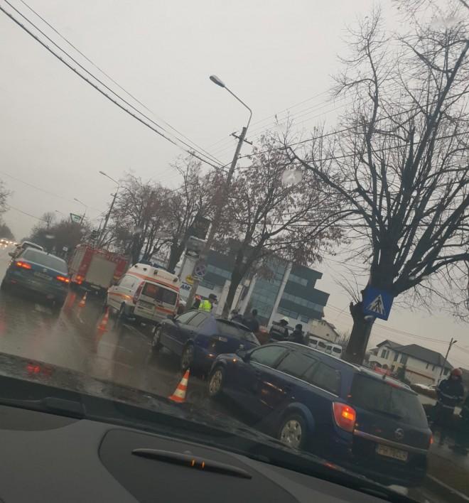 Accident in cartier Albert. Doua masini s-au ciocnit. Printre victime, un copil