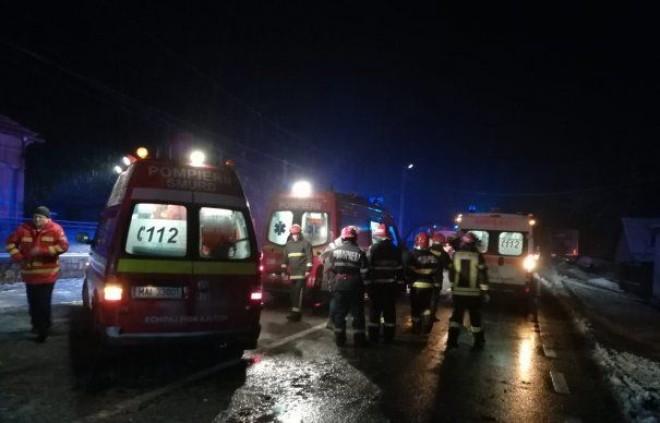 Accident grav la Stoenesti, pe DN72. Implicate un TIR, un microbuz si un autoturism. O persoana a ramas incarcerata