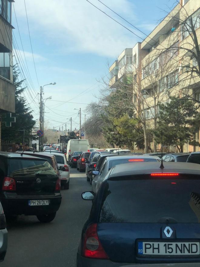 """Trafic de cosmar in Ploiesti. """"Stam si 30 de minute pe strazile adiacente Bulevardului"""""""