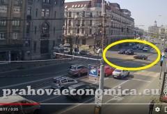VIDEO de la accidentul din centrul Ploiestiului. Momentul in care un sofer trece pe rosu si e izbit de doua masini
