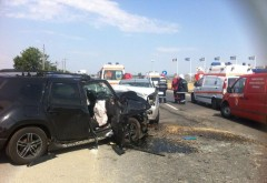 Accident la benzinaria Petrom de langa Metro. O remorca s-a desprins de masina si a intrat in masinile parcate. 4 victime