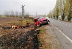 Accident MORTAL in Prahova, la Cocorastii Colt. O dubita cu 5 pasageri s-a izbit de copac, unul dintre ei a murit strivit