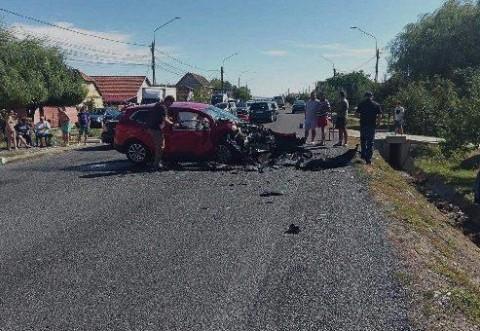Accident la Valenii de Munte. O gravida in luna a 9-a a fost transportata la spital