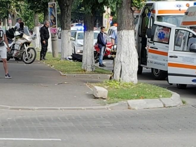 Doua accidente aproape in acelasi timp in cartier Albert. Doi soferi care erau atenti la primul accident au intrat in coliziune