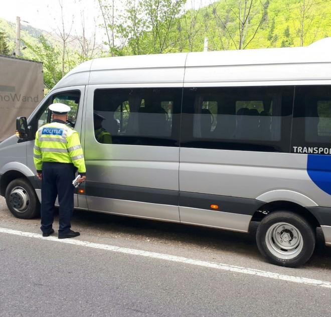 Poliţia Prahova, controale la firmele care fac curse de călători