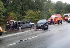 Trei mașini implicate într-un accident, la Păulești. O femeie însărcinată a fost transportată la spital