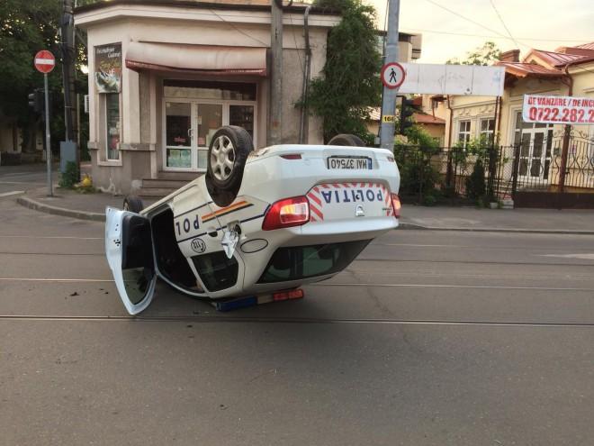 Accident in Ploiesti, intersectia din spatele Hotelului Prahova. O masina de Politie s-a rasturnat. Politistul consumase alcool