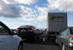 Accident pe DN1, la Banesti. O masina s-a rasturnat