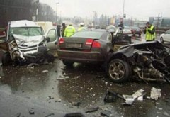 Accident pe DN1, la Posada. 3 masini implicate, o victima