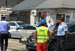 Accident pe strada Postei. Un sofer a intrat cu masina intr-o echipa de muncitori dupa ce a izbit in plin un alt autoturism