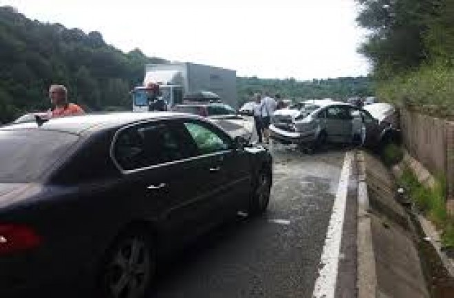 Accident pe DN1, la Cornu. Patru masini implicate