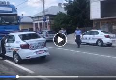 VIDEO Mai ceva ca Garcea! Trei politisti au făcut PRAF mașinile noi, după ce au forțat coloana și s-au bușit