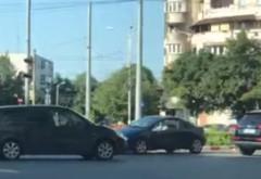 """Şofer """"pe invers"""" în giratoriul de la Caraiman"""