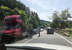 Accident la Posada, cu 3 masini. S-a format coloana pe DN1