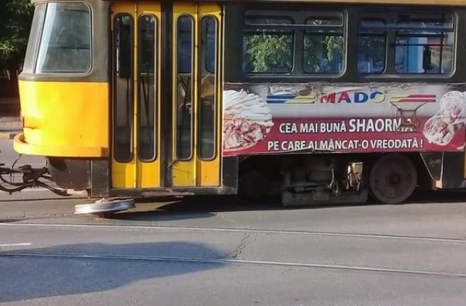 Incident grav în trafic! Un tramvai a rămas fără roată de trei ori în jumătate de oră