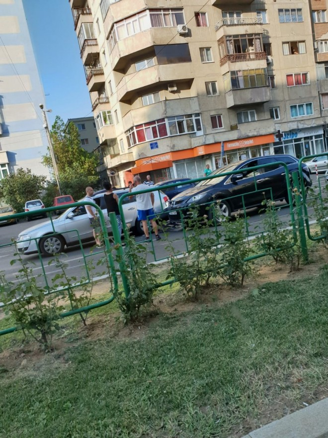 Accident in Ploiesti, pe Bd. Republicii. Doua masini implicate