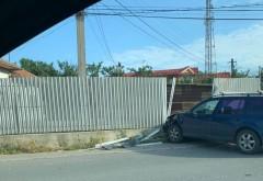 Accident spectaculos in Bucov. O masina a fost proiectata in gardul Politiei/ VIDEO