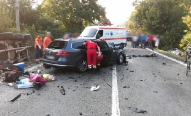 CUMPLIT Un bebeluș a MURIT PE LOC într-un accident de mașină/ TREI oameni au fost răniți