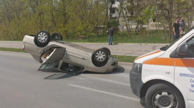 Accident grav la Cornu. O masina s-a rasturnat, 5 victime