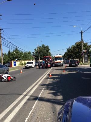 Accident in cartier Albert. Un motociclist a fost lovit de masina