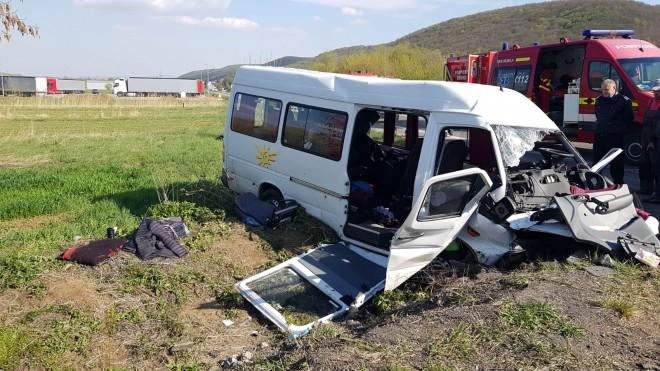 Accident pe DN72, zona Parcului Industrial, intre un autoturism, un microbuz si o motocicleta
