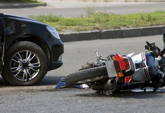 Accident langa Spitalul Judetean. Un motociclist a fost lovit de masina
