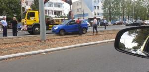 Accident pe Soseaua Vestului, la Baumeister. O soferita a ajuns cu masina pe liniile de tramvai