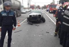 Un nou accident pe DN72, la Bauelemente. Un taxi a intors neregulamentar si a fost lovita de un microbuz