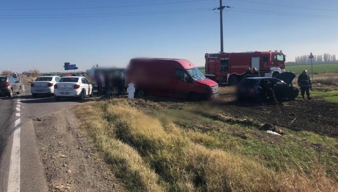 Accident pe DN1B, la intersectia cu Ceptura. Doua masini s-au facut praf