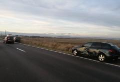 Accident cu 3 masini la Albesti, pe DN1D. Unul dintre autoturisme s-a rasturnat