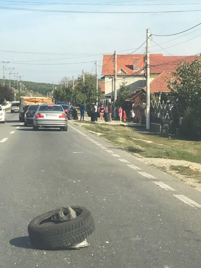 Accident in Sinaia, in zona Mefin. Roata unei masini a zburat din mers si a lovit o femeie care mergea pe trotuar