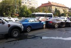 Accident in lant, in Ploiesti. 5 masini s-au ciocnit pe strada Cantacuzino