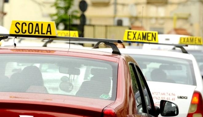 Examinările pentru obţinerea permisului de conducere se suspendă. Când se reia activitatea