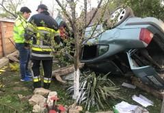 Un șofer beat s-a răsturnat cu mașina, azi-noapte, în curtea unui imobil din Ploiești