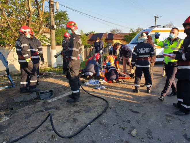 Accident MORTAL pe DN1, la Romanesti, dupa ce o dubita cu 4 persoane s-a rasturnat. Imagini cu impact emotional