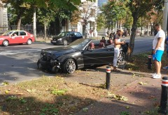 Accident pe Bulevard, zona Radu Stanian. Un BMW s-a facut praf dupa ce a evitat o masina care a iesit neregulamentar in Bulevard